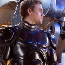 Seria esse um dos robôs de Pacific Rim?