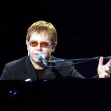 Elton John confirma vinda ao Brasil em 2013