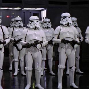 Eis uma página do roteiro de Star Wars: Episódio VII que está sendo usada nos testes de elenco
