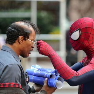 O Espetacular Homem-Aranha 2: A Ameaça de Electro ganha pôsteres em movimento