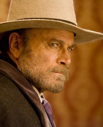 Franco Nero fazendo uma pontinha em Django Livre
