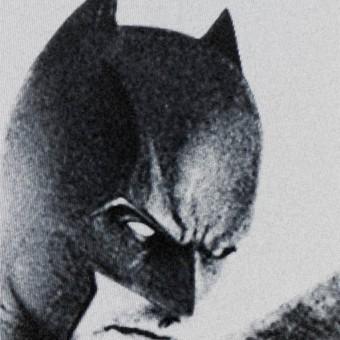 """Opa, parece que essa suposta foto do """"uniforme do Ben Affleck"""" é falsa"""