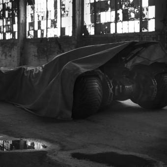 OLOCO: Zack Snyder mostra um pedaço do novo Batmóvel!