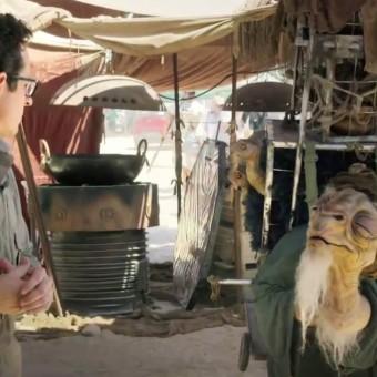 Dos sets de Star Wars: Episódio VII, J.J. Abrams faz vídeo sobre campanha social