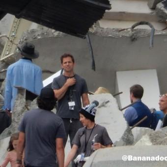 Fotos e vídeos dos sets de Batman V Superman mostram mais destruição de Metrópolis