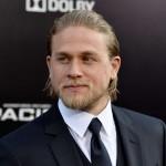 Charlie Hunnam e Elizabeth Olsen negociam para protagonizar novo filme do Rei Arthur