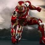 Eis a action figure do Homem de Ferro do filme Os Vingadores 2: A Era de Ultron