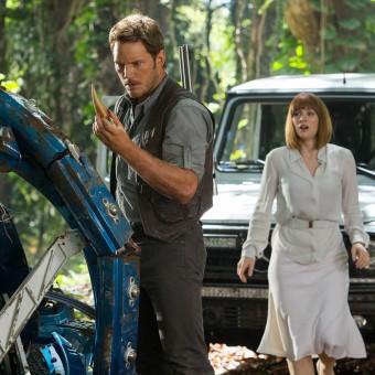 Chris Pratt e Bryce Dallas Howard aparecem em novas imagens de Jurassic World