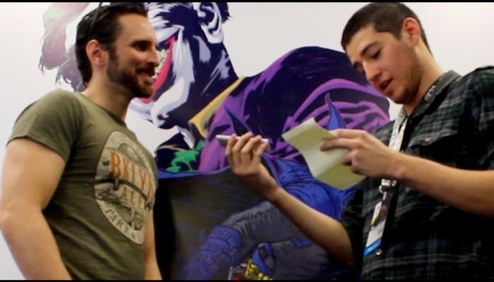 Supernovo entrevista Sean Murphy. Ao fundo, o poster do evento por Ivan Reis, Rafael Grampá e cores de Marcelo Costa.