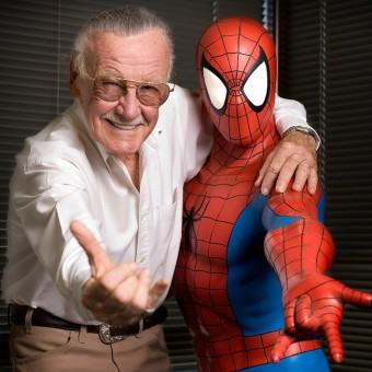 Stan Lee faz desenho do Homem-Aranha para fã de 8 anos com autismo