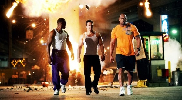 Dwayne-Johnson-Anthony-Mackie-and-Mark-Wahlberg-in-Pain-and-Gain-2013-Movie-Image-2-600x372