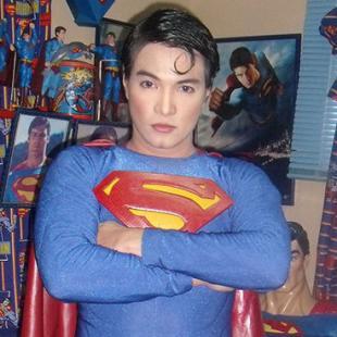 Fã passa por 16 ANOS de cirurgias e intervenções para parecer com o Superman