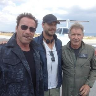 Schwarzenegger e Harrison Ford juntos em foto dos sets de Os Mercenários 3