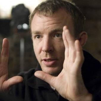 Guy Ritchie pode dirigir novo filme do Rei Arthur com a Warner