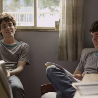 O filme nacional Hoje Eu Quero Voltar Sozinho é premiado no Festival de Berlim