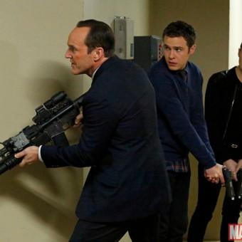 Olha só quem dá as caras nessas imagens do 20º episódio de Agents of SHIELD
