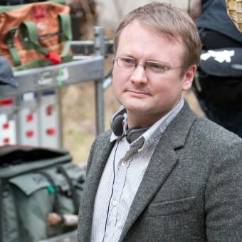 Rian Johnson, de Looper, vai escrever e dirigir o Episódio VIII de Star Wars