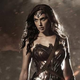 Warner divulga a primeira imagem oficial de Gal Gadot como a Mulher-Maravilha