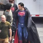 Novas fotos dos sets de Batman V Superman mostram a cadeia de Gotham