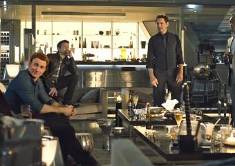 Veja os Vingadores tentando levantar o martelo do Thor em Vingadores: Era de Ultron