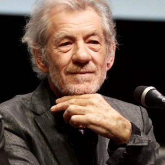 Ian McKellen será o relógio mordomo no live-action de A Bela e a Fera