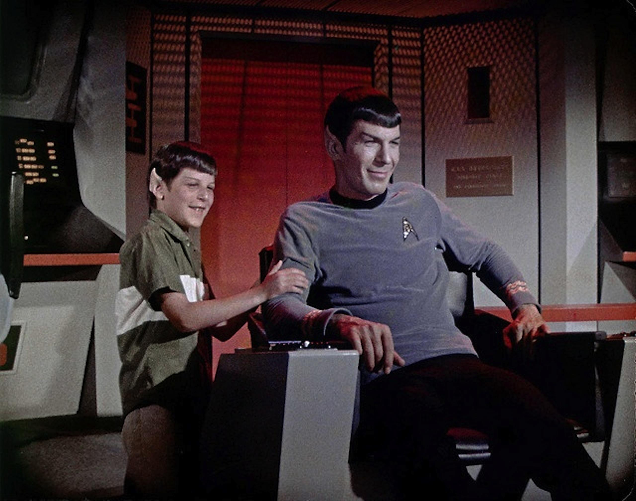 Adam e Leonard Nimoy durante uma gravação de Star Trek
