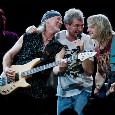 """Assista Deep Purple tocando """"Black Night"""" em uma cena de seu novo DVD"""